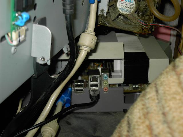 Mon pc remonté dans une NES (pas fini que du test) Pict0514