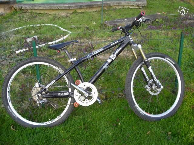 nom nouveau vélo... enfin presque nouveau ! 23597810