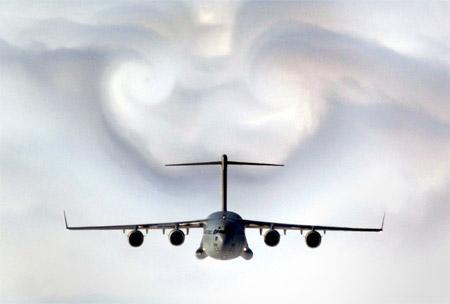 Desorden electromagnético causa Desfasaje Espacio-temporal , en un Vuelo Comercial . Avion-10
