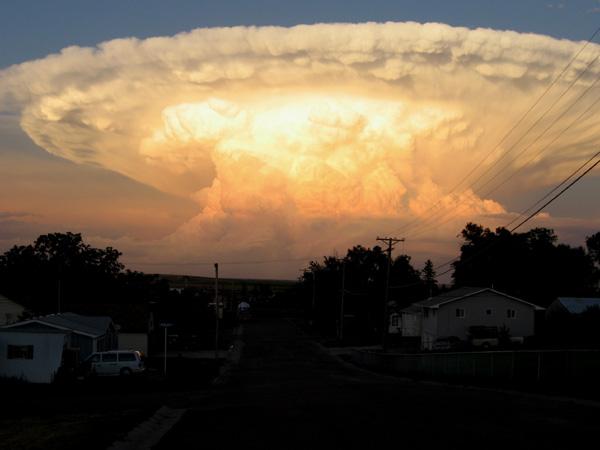 Desorden electromagnético causa Desfasaje Espacio-temporal , en un Vuelo Comercial . Nube-e10