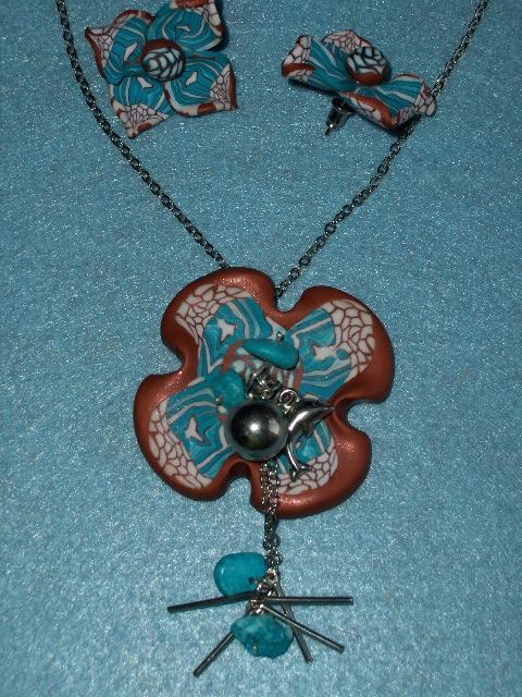 Collana e orecchini a forma di fiore Immagi14