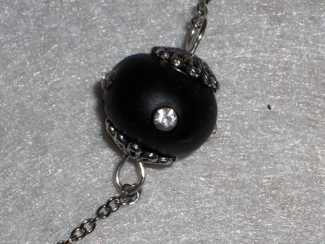Collana e orecchini neri, con brillantini........ Immagi25