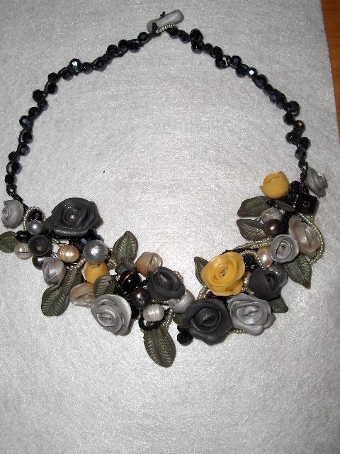 Collana di roselline nero-grigio-perla Immagi28