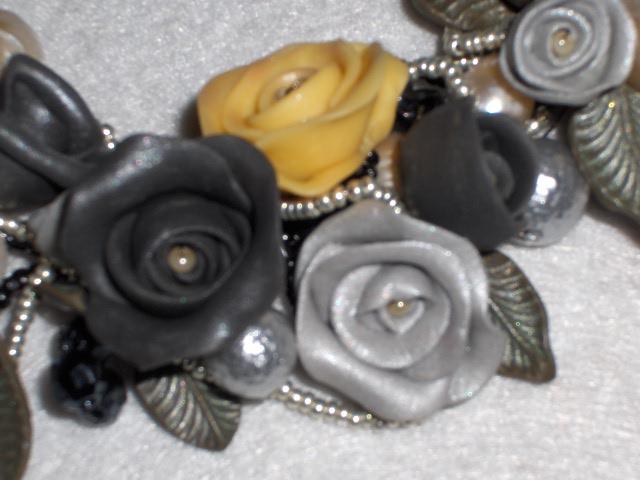 Collana di roselline nero-grigio-perla Immagi29