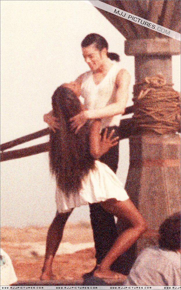 In the closet ... Michael et Naomi ... ♥♥♥ 4910