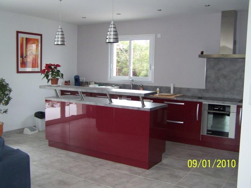 Cuisine moderne bordeau et meuble palissandre sos - Meuble moderne rouge ...