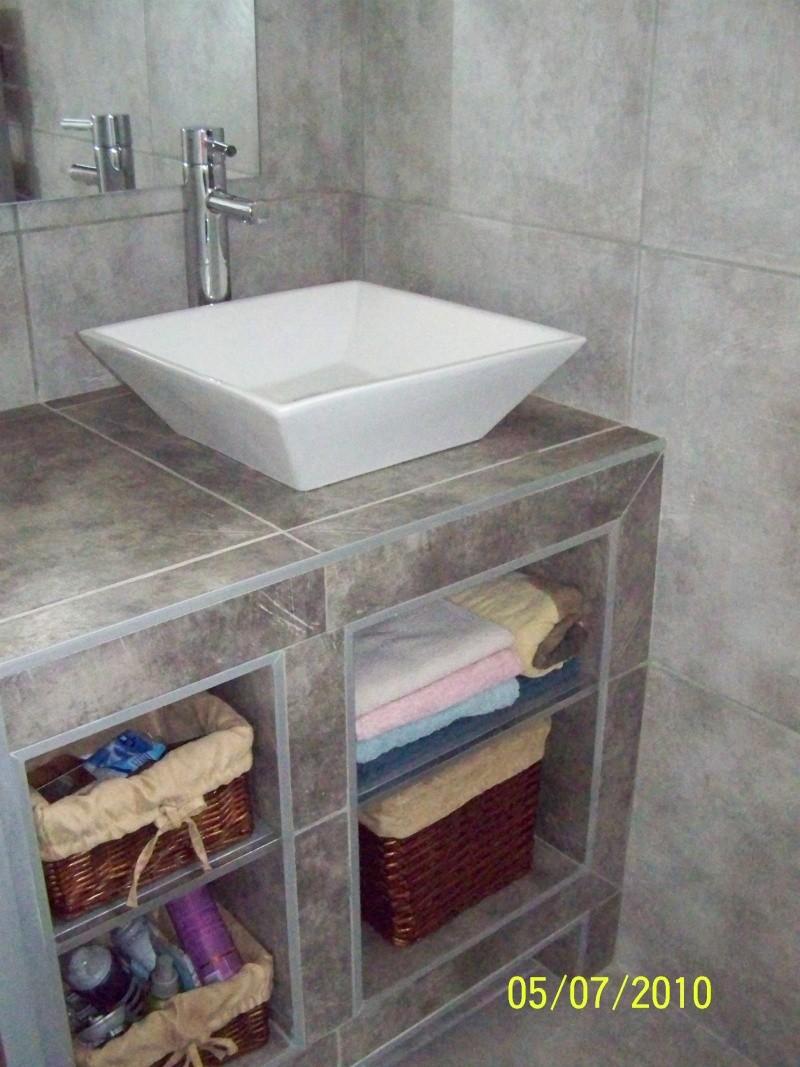 petite salle d'eau attenante à une chambre rez de chaussée 100_2216