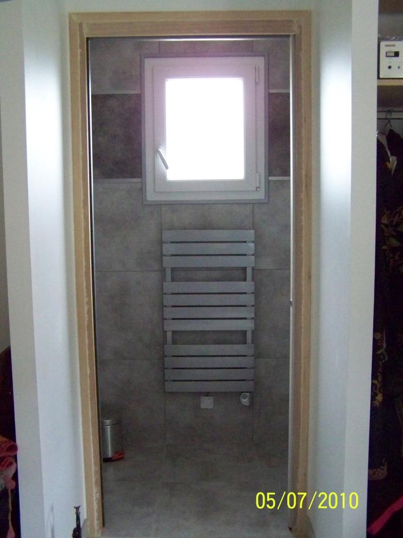 petite salle d'eau attenante à une chambre rez de chaussée 100_2219
