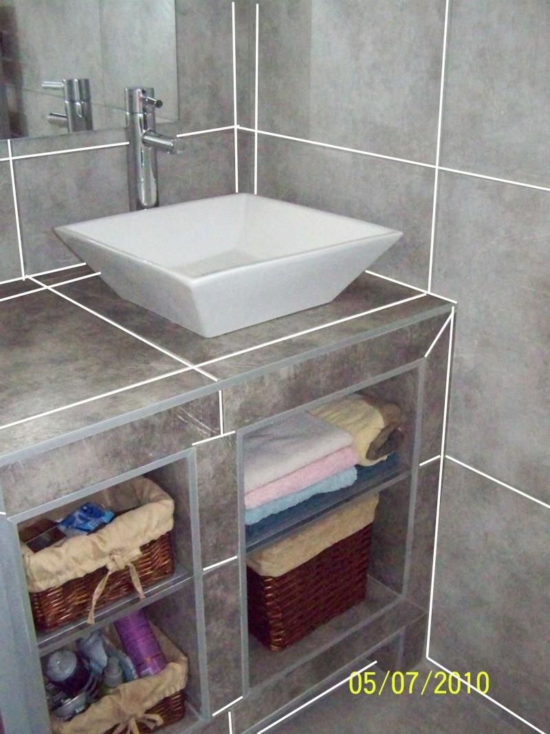 petite salle d'eau attenante à une chambre rez de chaussée Blanc110