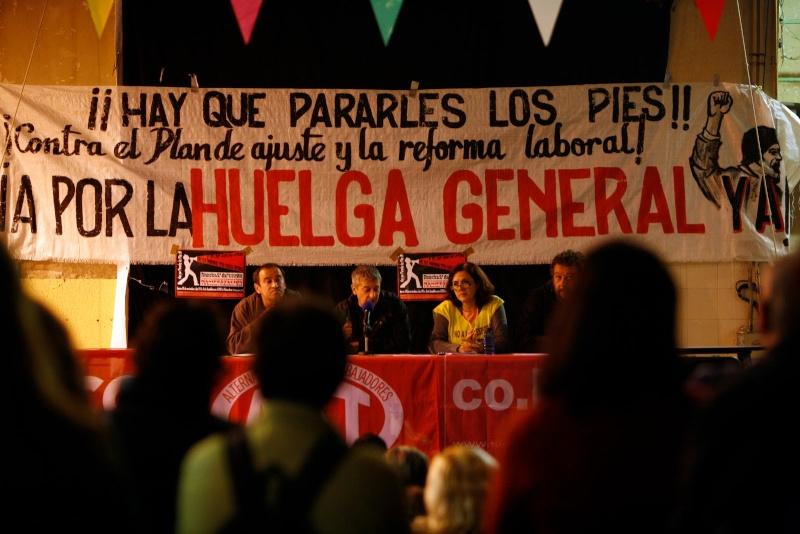 """Fotos de la asamblea de trabajadores y delegados de la Plataforma """"Hay que pararles los pies"""" Asambl14"""
