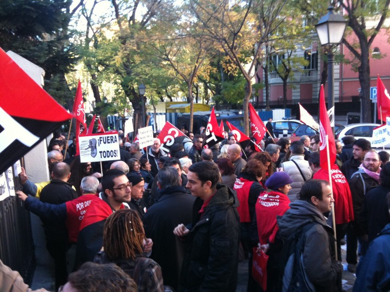Copia del escrito que hemos entregado al agregado de la Embajada de Portugal durante la concentración celebrada el 24 de noviembre, en apoyo y solidaridad con los trabajadores/as portugueses que vivían ese día una Huelga General  Img_0610