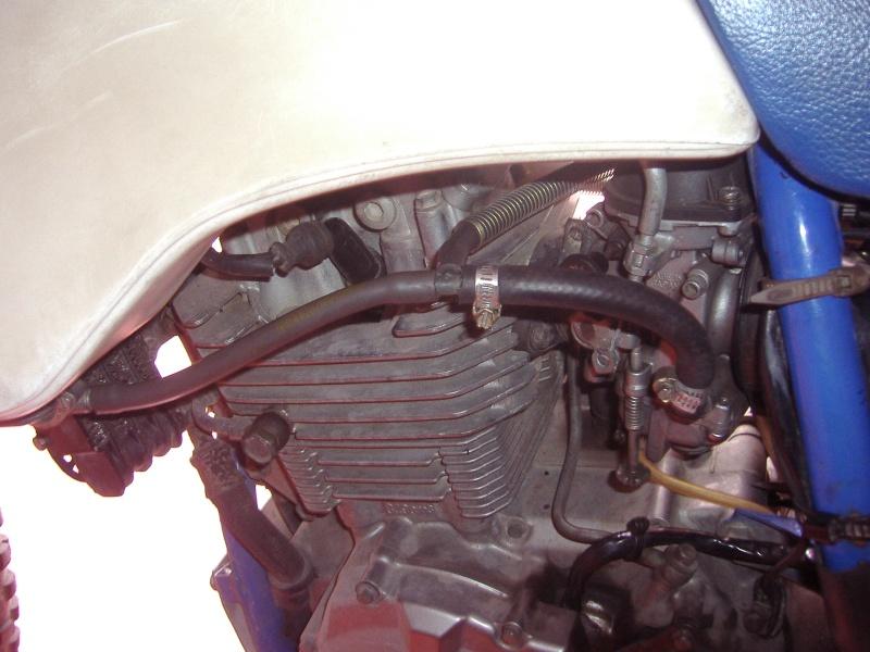 passaggio tubi benzina serbatoio acerbis P5290014