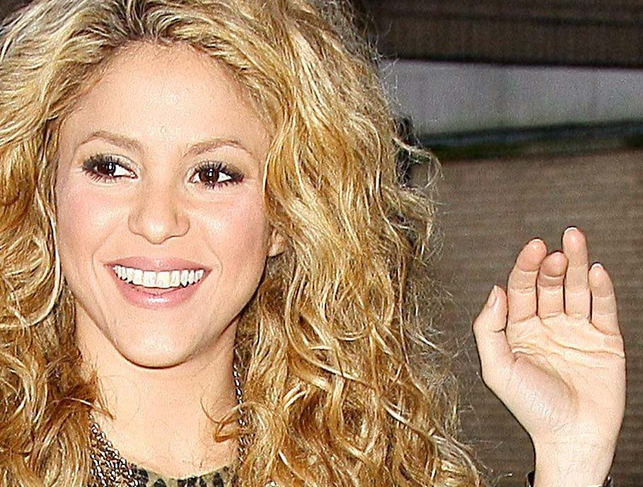 SHAKIRA - The hands of the Columbian popstar! Shakir10