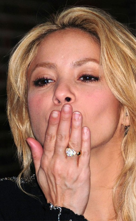 SHAKIRA - The hands of the Columbian popstar! Shakir11