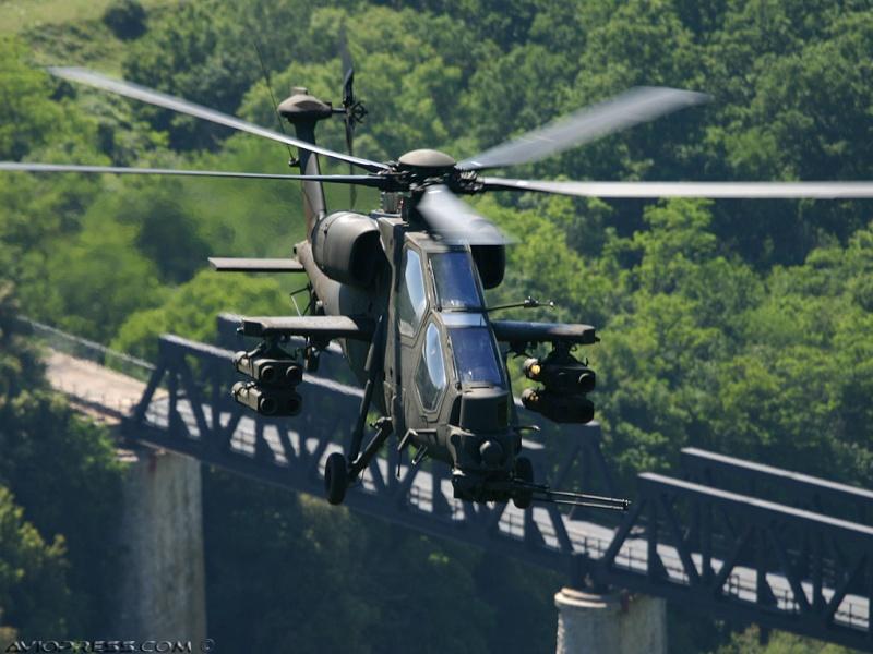 Hélicoptères de combats - Page 4 Avp11810