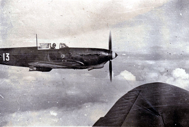 Photo du Yak-1b codé 13 en vol 1943-010