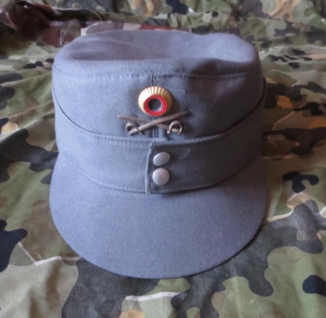Plusieurs calots , bérets et casquettes à identifier  Img_0510