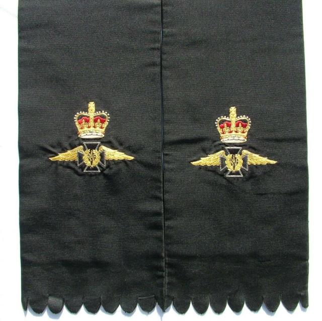 Echarpe (religieuse) RAF ww2 ?  Raf-pa10