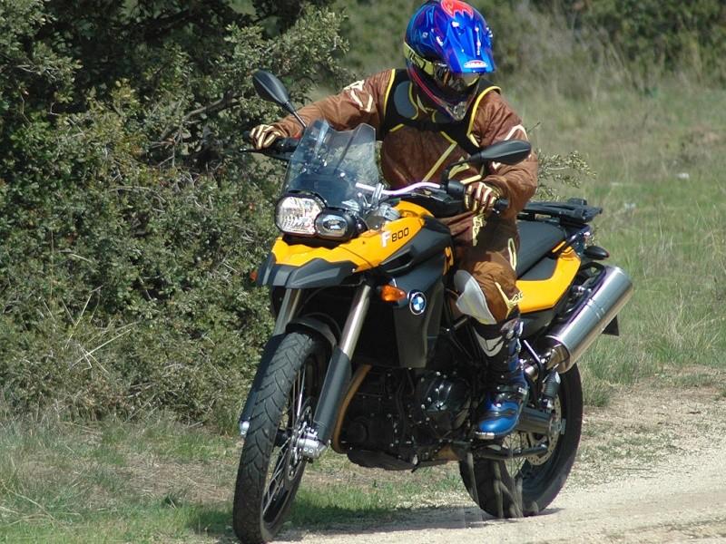 un peu plus sur la Triumph 800 Tiger 2011 - Page 2 Bmw_f_10