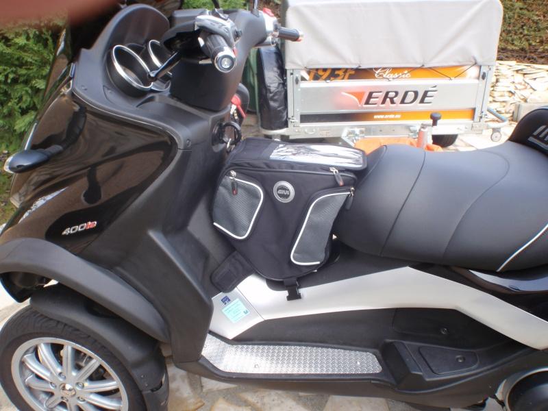 Sac tunnel Givi pour nos scooters trois roues, c'est bien pratique Pc190110
