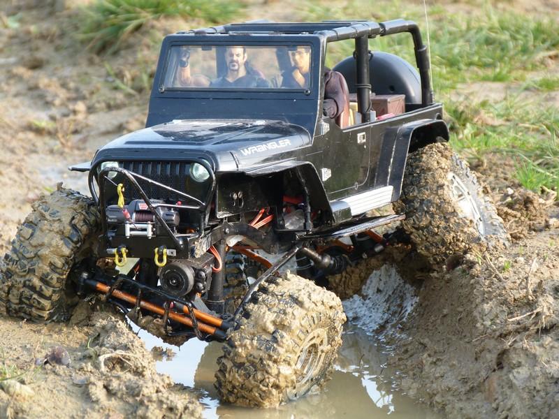 Jeep Wrangler nikko rallongée sur base Axial AX-10 P1000010