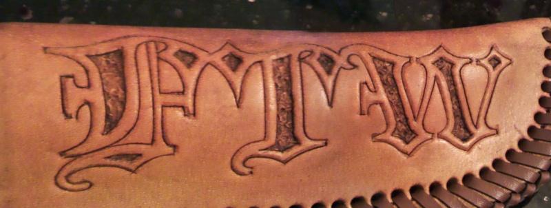 accessoire en cuir gravé sur mesure - Page 2 Atui-l14
