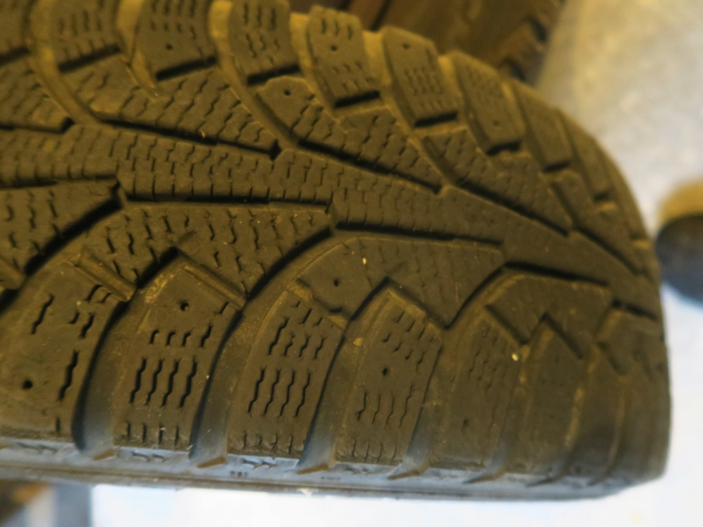 [ VENDU ] 4 roues neige Nokian viano  Img_0211