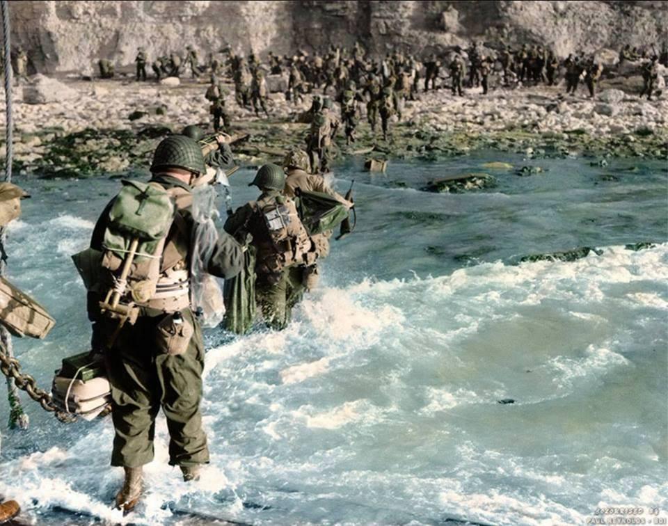 Les Images de la Seconde Guerre Mondiale - Page 18 10272811