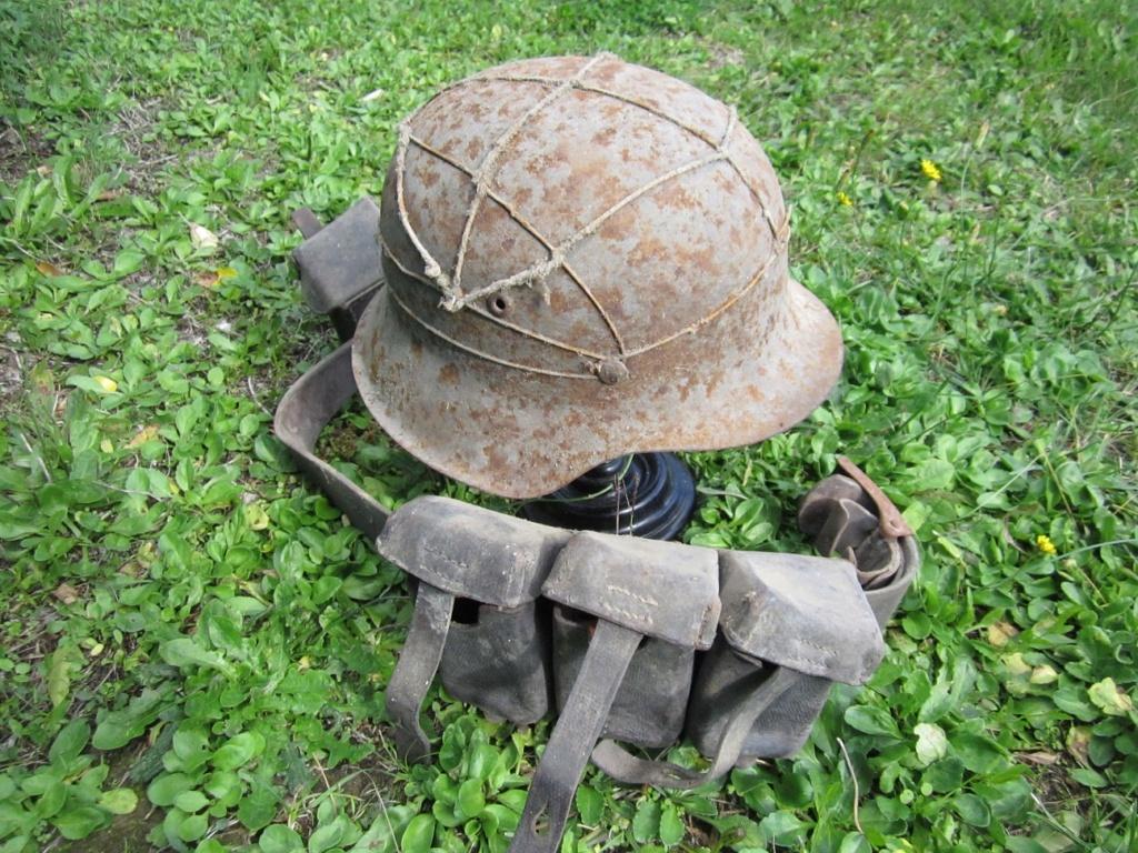 Des reliques ... Dont un casque Allemand KM provenant de la poche de La Rochelle Img_3615