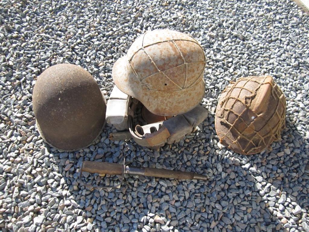 Des reliques ... Dont un casque Allemand KM provenant de la poche de La Rochelle Img_3616
