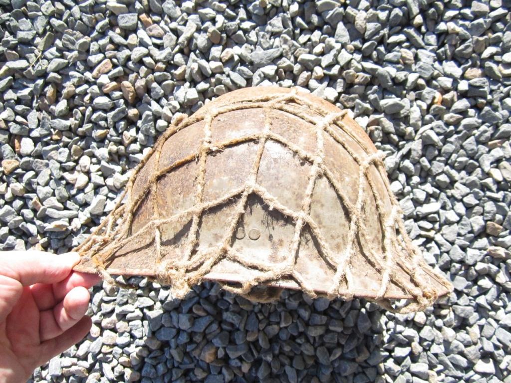 Des reliques ... Dont un casque Allemand KM provenant de la poche de La Rochelle Img_3621