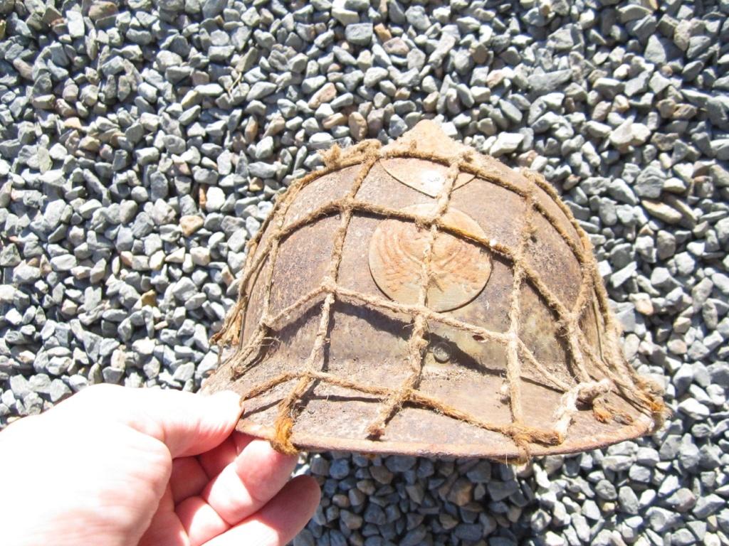 Des reliques ... Dont un casque Allemand KM provenant de la poche de La Rochelle Img_3622
