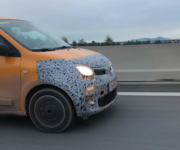 2018 - [Renault] Twingo III restylée - Page 6 E571f010