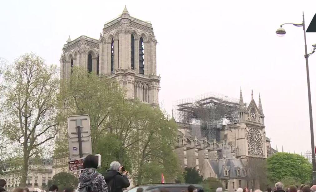 Notre Dame de Paris en feu  - Page 2 Nda210