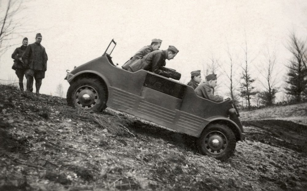 Prototype voiture 4x4 amphibie DAF MC 139 (Citroën traction avant) Daf_mo10