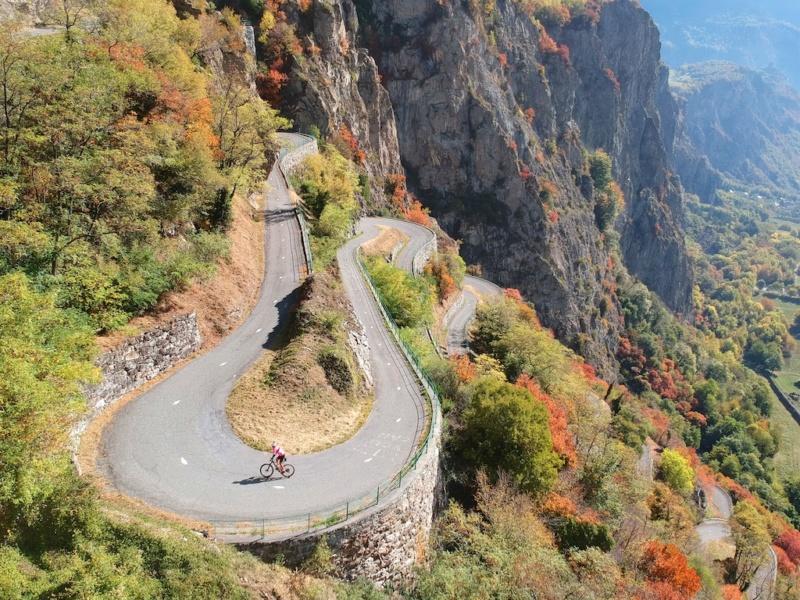 Quelle belle route à ....  faire d'Urgence ! Dji_0510
