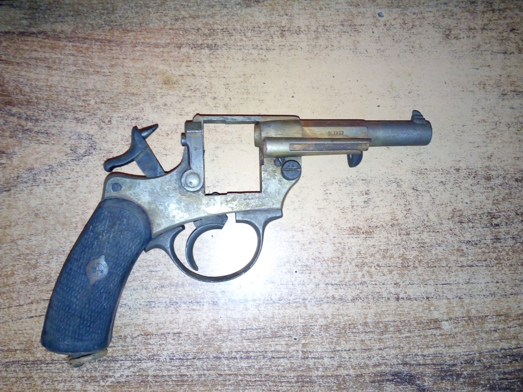 Découverte de plusieurs armes dans la Marne Img_2022