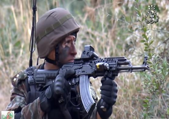 القوات الخاصة الجزائرية : فوج المناورات العملياتية RMO116 116_410