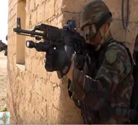القوات الخاصة الجزائرية : فوج المناورات العملياتية RMO116 116_610