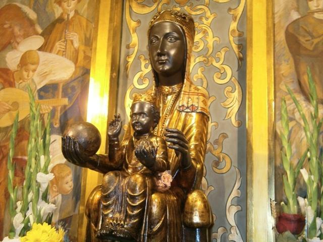 A mi Virgen morenita .  (Soneto) Talla_10
