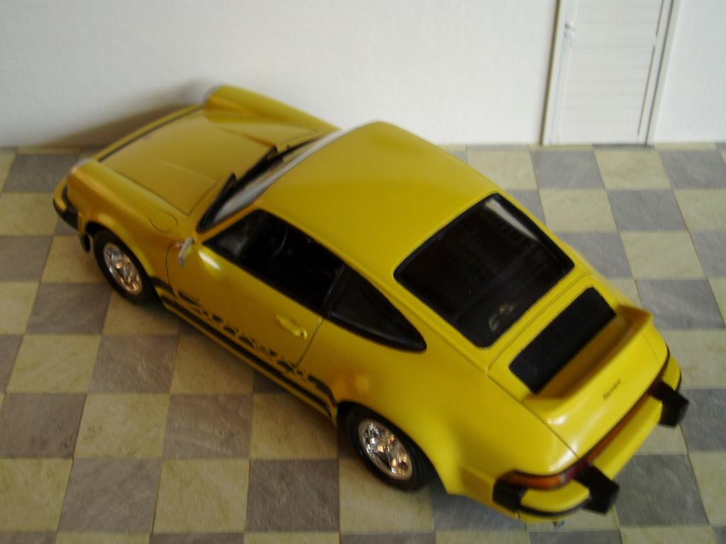 MT: Porsche 911 Carrera 2.7 MFI Ducktail 1/24 Jocsa P5250615