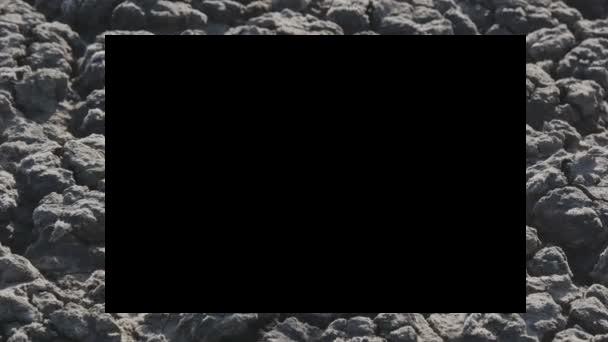 Что изображено за черным квадратом? 10