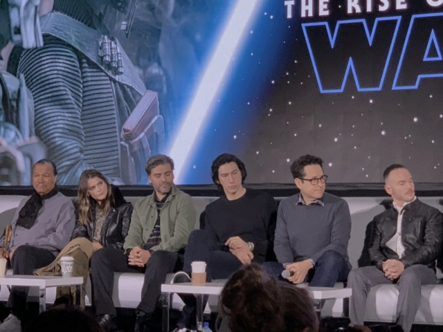 Episode IX: The Rise of Skywalker Press Tour & Interviews - Page 16 Tros_p26
