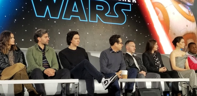Episode IX: The Rise of Skywalker Press Tour & Interviews - Page 16 Tros_p28