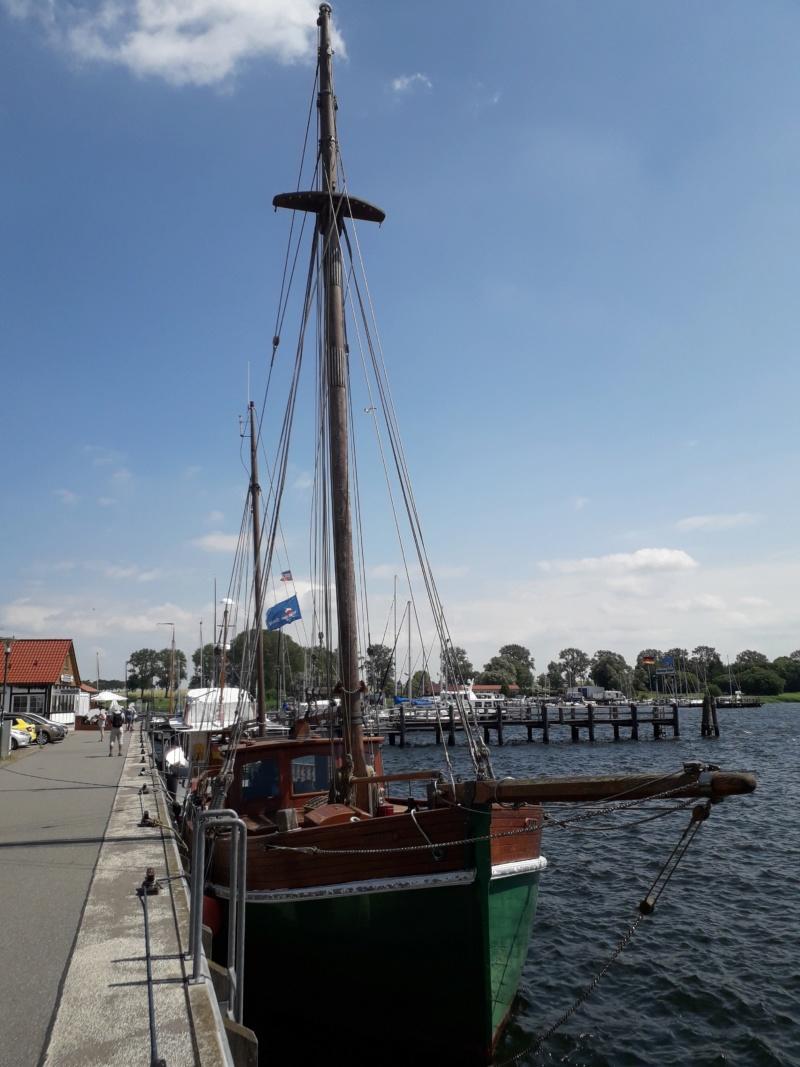 Auf der Elbe ist immer was los. 20180631