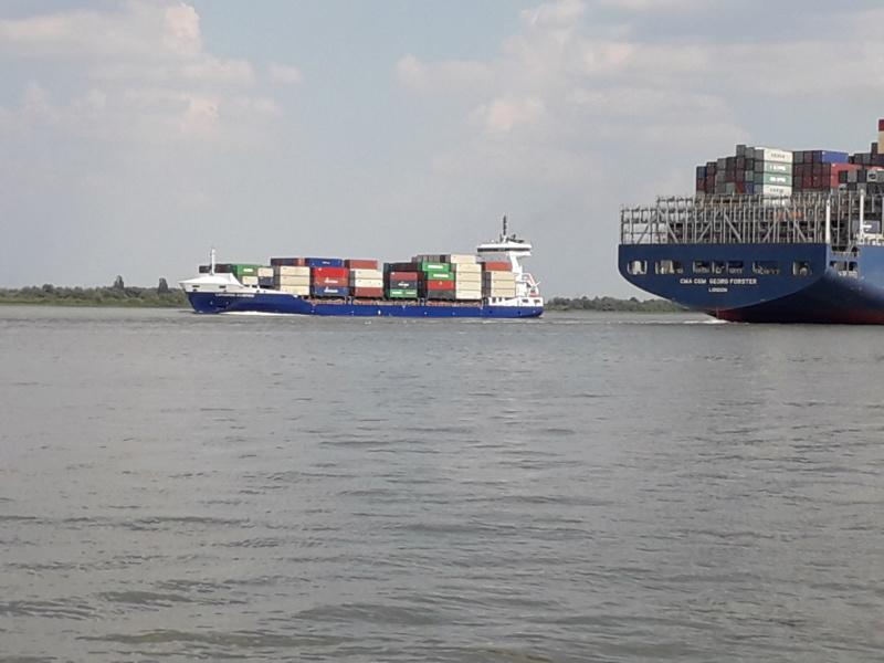 Auf der Elbe ist immer was los. 20180789