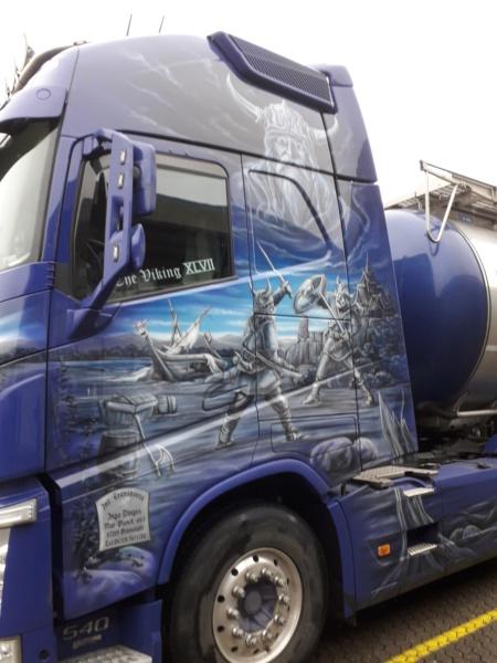 Volvo und Scania im Wikingerkleid !!! 20191217