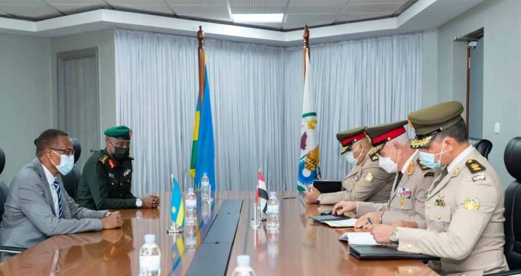 بعد كينيا مصر توقع اتفاقية عسكرية مع رواندا N10