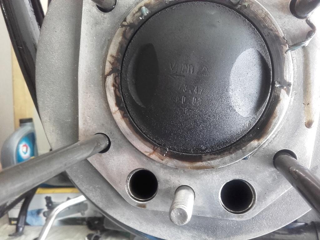 fumée qui sort du pot à l'arrêt du moteur et bruit moteur chaud - Page 2 20180612