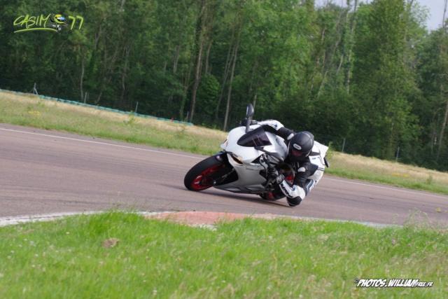 roulages motos, piste, circuit - Page 9 5ad39e10
